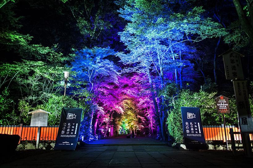 Впечатляющая иллюминация в священном месте Японии