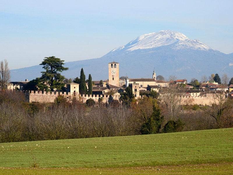 Самые красивые деревни Италии, Кастеларо-Лагуселло