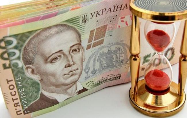 Впроекте бюджета 2017 года доллар будут считать по27,2 гривны