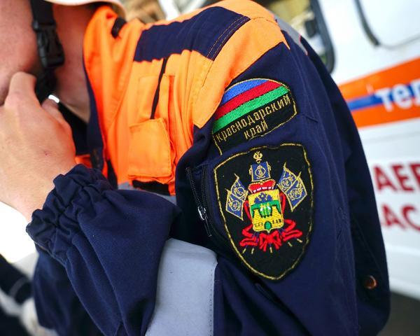 ВСочи cотрудники экстренных служб деблокировали пострадавшего в трагедии водителя