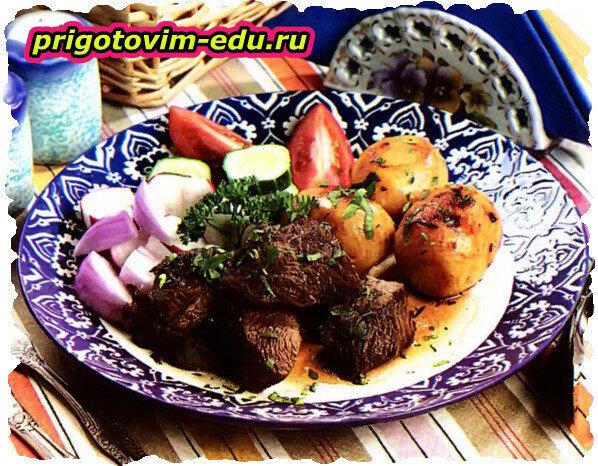 Баранина запеченная с картофелем по-домашнему