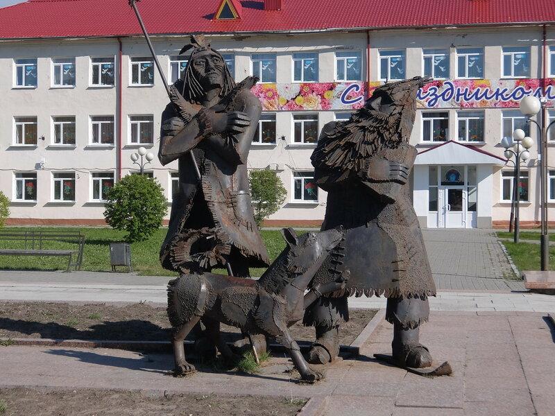 Тобольск - Скульптурная группа на улице Ремезова