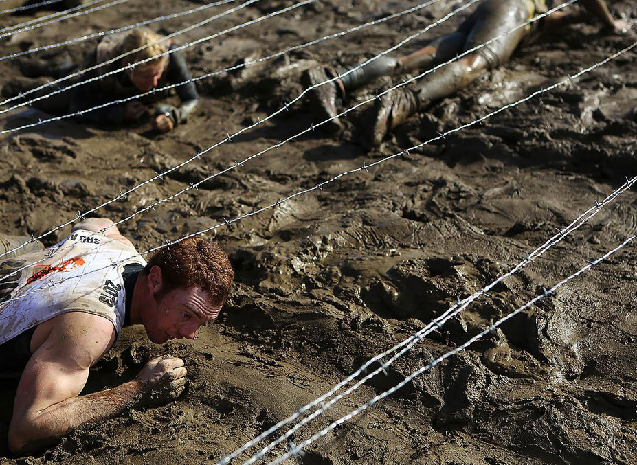 странные виды спорта - Поцелуй грязи / Worlds Toughest Mudder