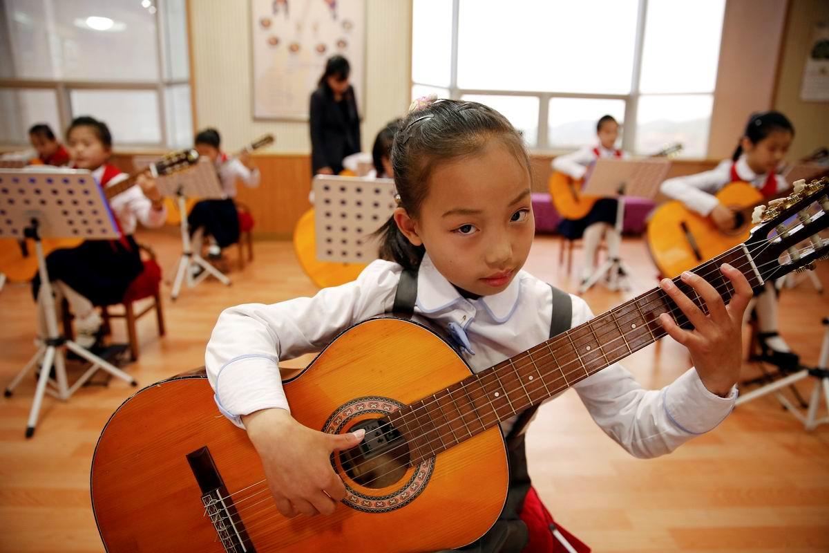 Азиатская баллада: Маленькая девочка с большой гитарой