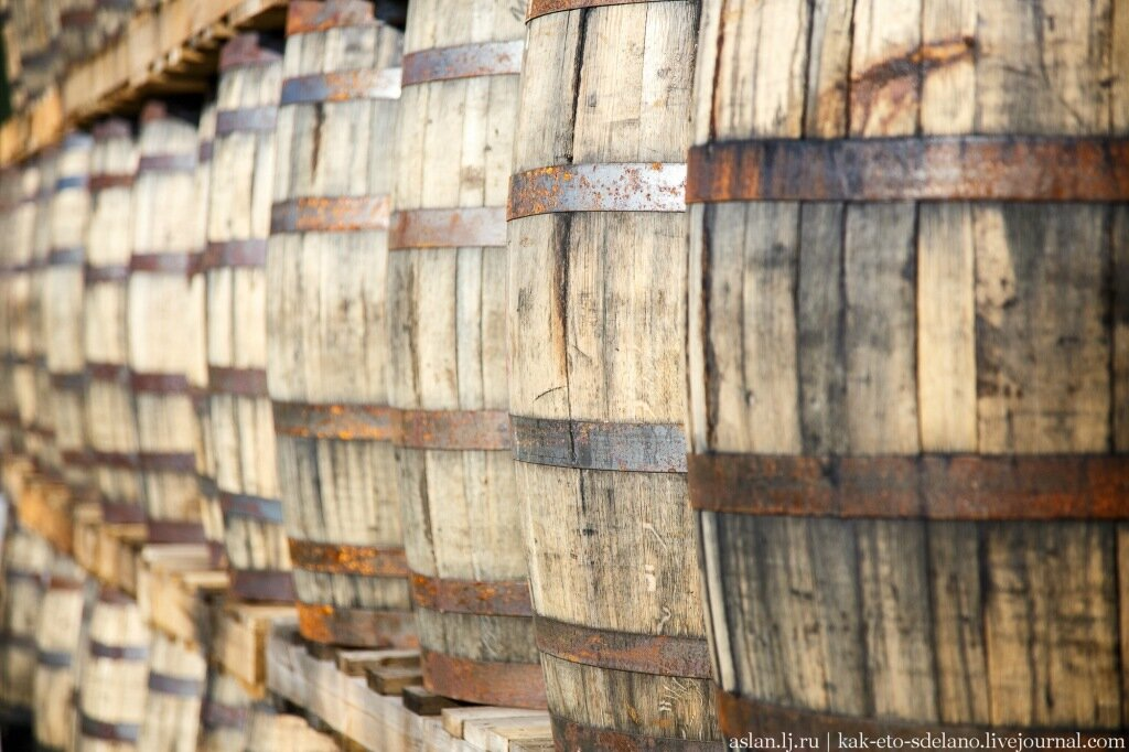 How barrels affect the color of whiskey barrels, whiskey, barrels, aging, barrels, which, aged, gets, alcohol, from under, boards, you can, it gets dark, time, aroma, extra, gets, softer, becomes,