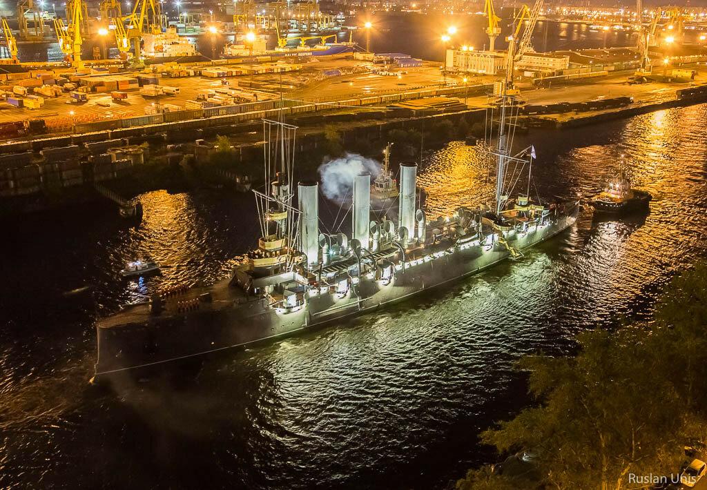 Буксировка крейсера Аврора