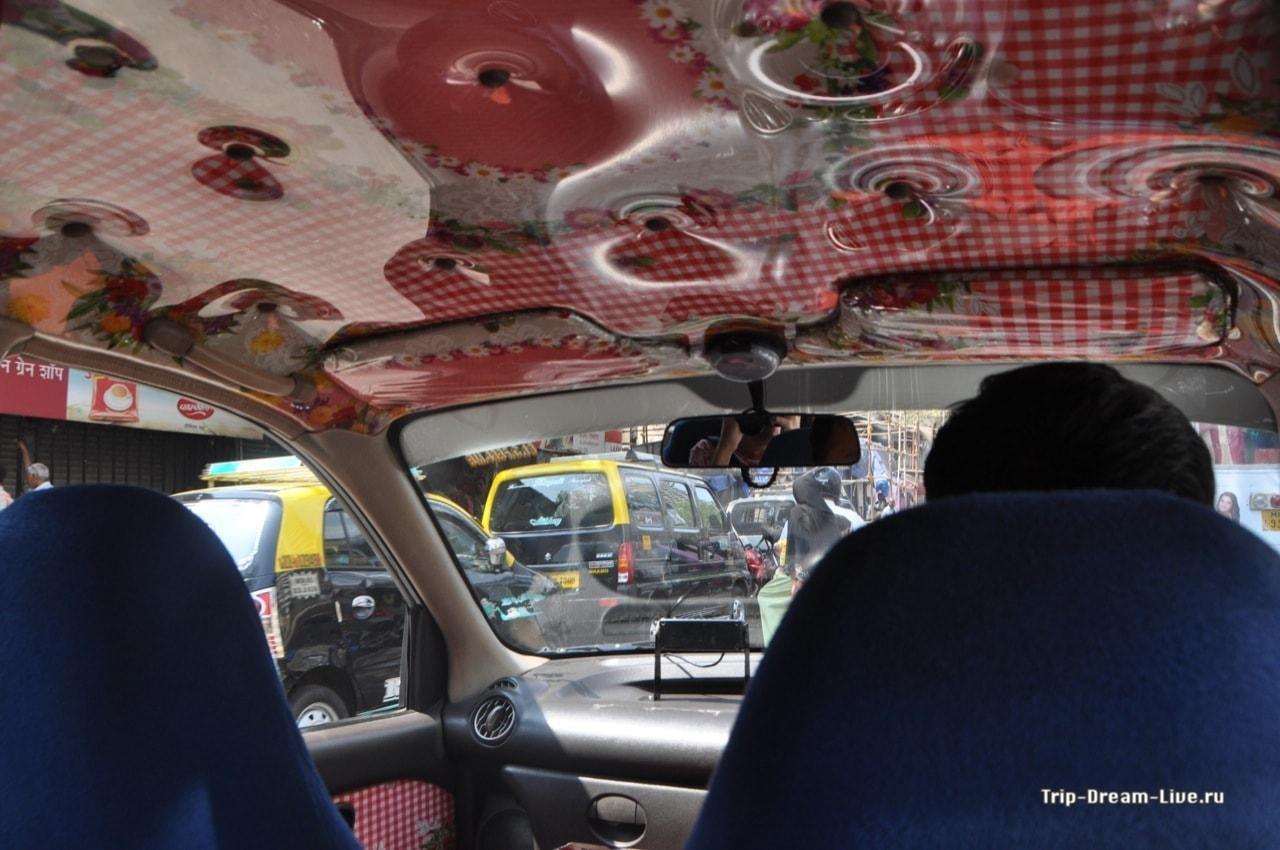 Мчим на такси в Центр Неру