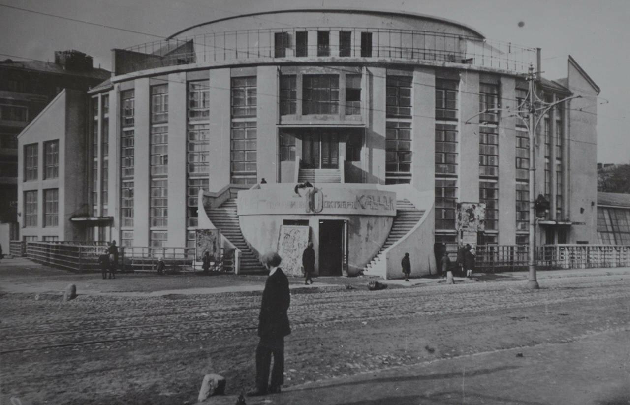 1929. Клуб союза коммунальников завода «Каучук». Архитектор Мельников К.С.