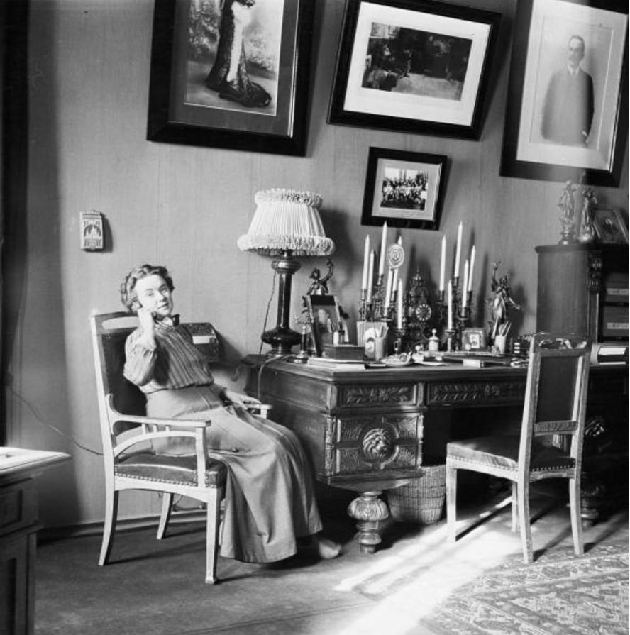 Артистка Вера Шувалова