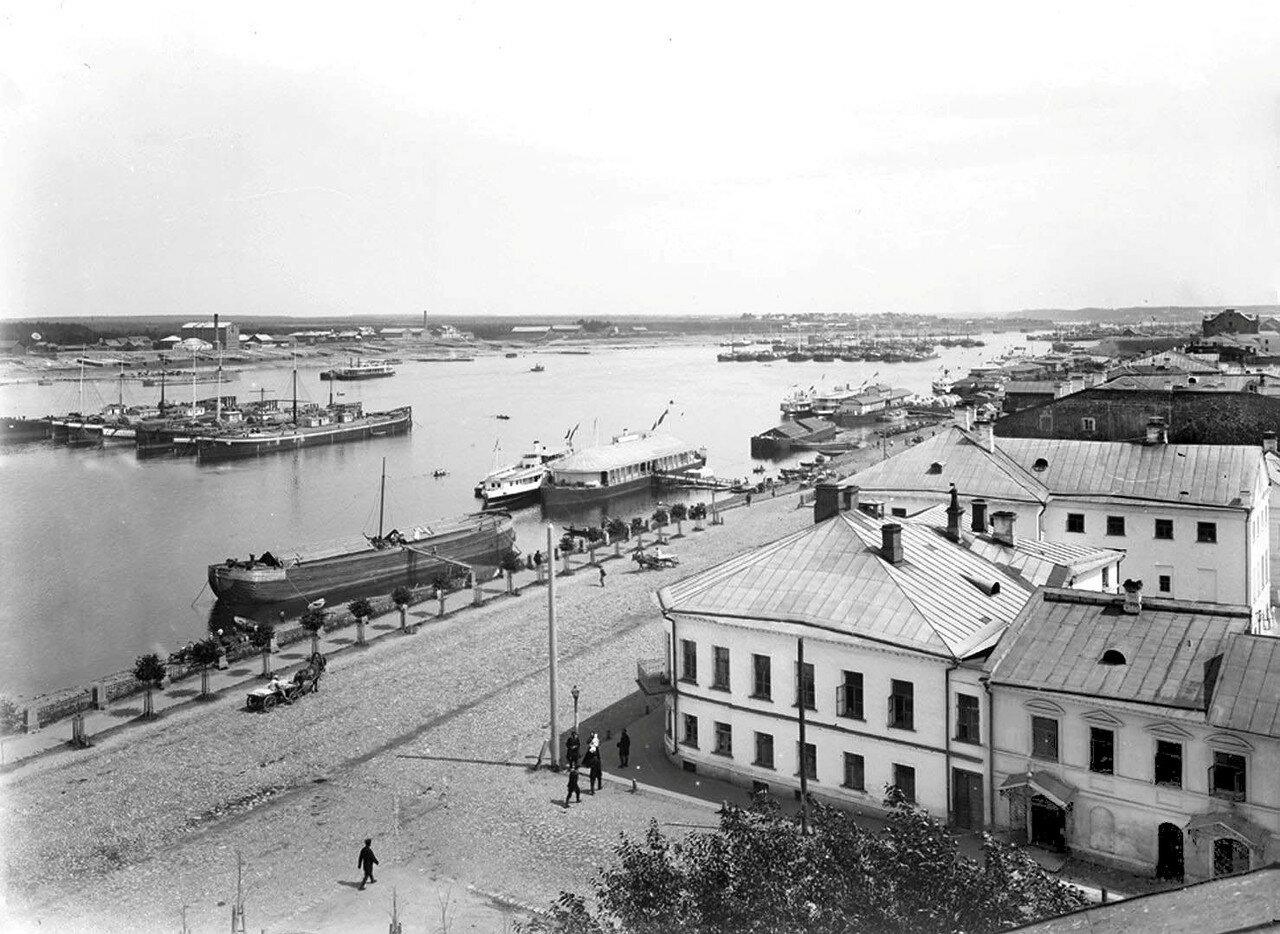 Общий вид города и реки Волги