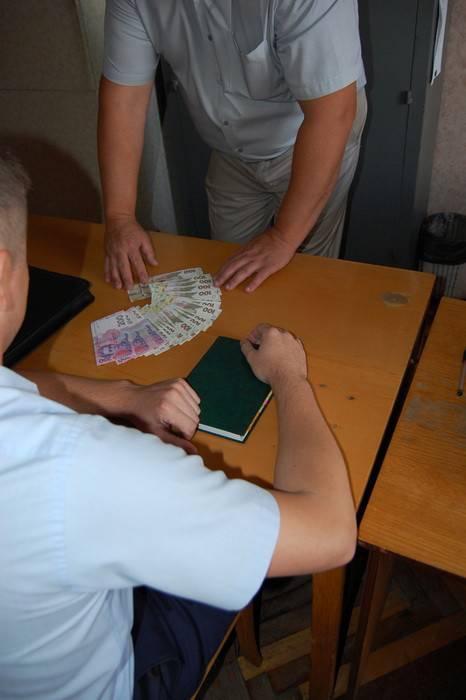 Чиновник экологической инспекции и посредник задержаны в Чернигове при получении 6 тысяч грн взятки. ФОТОрепортаж