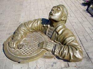 """Беда Владивостока - чугунные люки и решётки на улицах города воруют """"металлисты"""""""