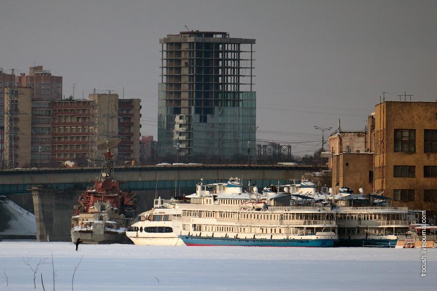 7 марта 2010 года. У причала «Портхладокомбината» теплоходы «Прикамье» и «Петр Первый»