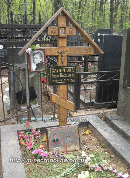 Катя огонек надгробие Мемориальный комплекс с арками и колонной Прохладный