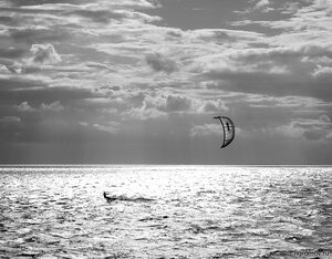 Вода и ветер (кайт, монохром, серфинг, Финский залив)