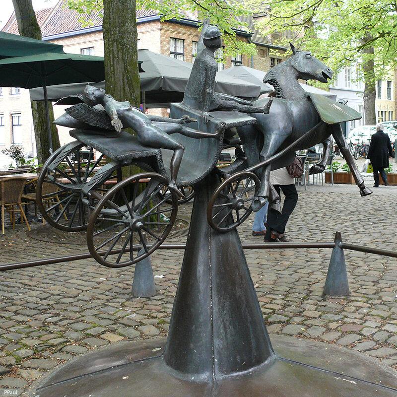 Самая оригинальная и необычная скульптура в Брюггеназывается «Зевс,Леда, Прометей и Пегас посещают Брюгге». Незнаю как этот сюжет связан непосредственно с городом, но есть вариант, что это памятник, нам-туристам, которые нарушают покой старого города
