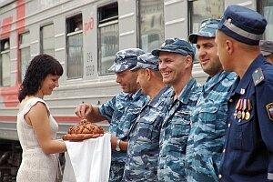 В Приморье встретили бойцов сводного отряда милиции, вернувшихся  из Чечни