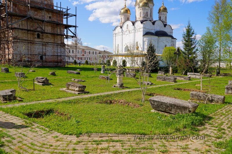 Монастырский некрополь. Можайский Лужецкий Ферапонтов монастырь, Можайск