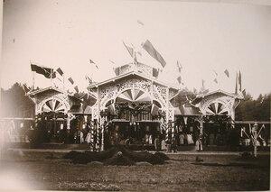 Вид павильонана станции,украшенного правительственными флагами, в честь прибытия императорской фамилии.
