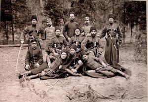 Группа охотников,егерей и казаков охраны на опушке леса.