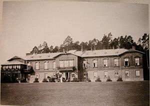 Вид фасада охотничьего домика,где останавливалась императорская семья.