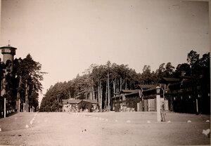 Вид домиков,где размещалосьснаряжение для охоты.