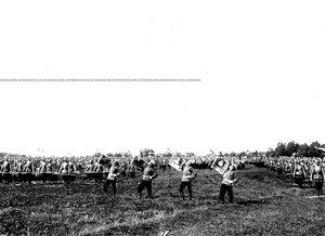 Фанфаристы возвещают о начале  гимнастических упражнений полка.