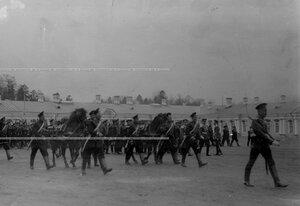 Прохождение церемониальным маршем пулеметной команды на параде  1-ого стрелкового  батальона .