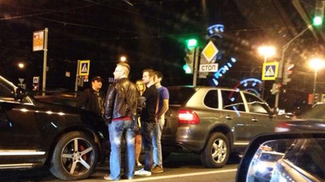 НаМосковском проспекте три Порше Cayenne столкнулись «паровозиком»