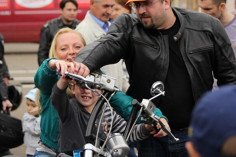 порычать дорогим мощным мотоциклом