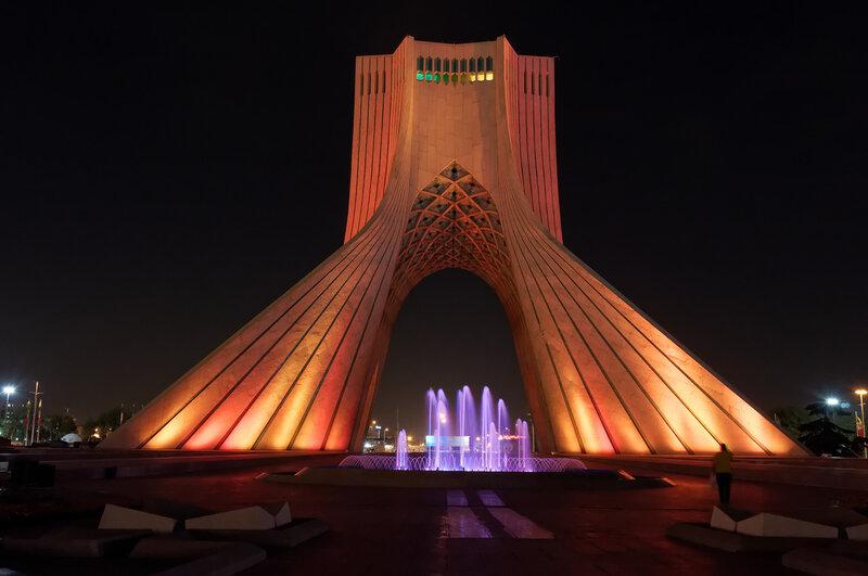 Тегеран. Башня Азади.