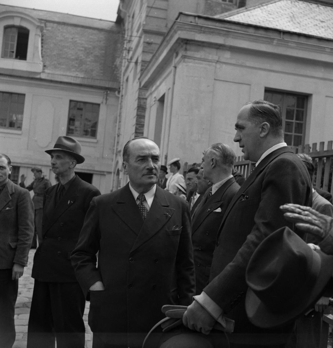 17. Генерал Арман Пинсар и г-н Вестрик