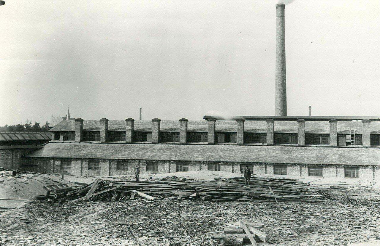 16. Вид здания завода