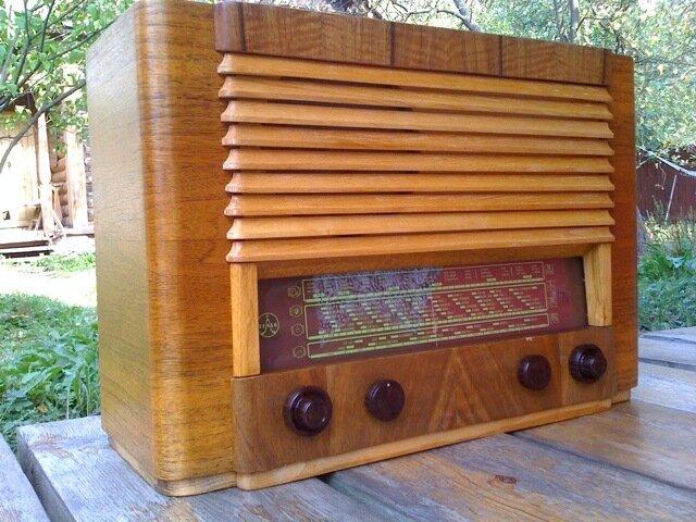Radio Tesla 612A.