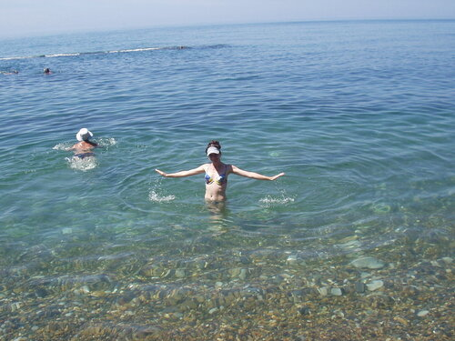 На море.