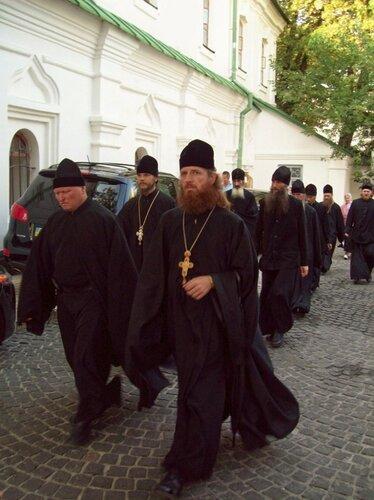Монахи в Печерской лавре