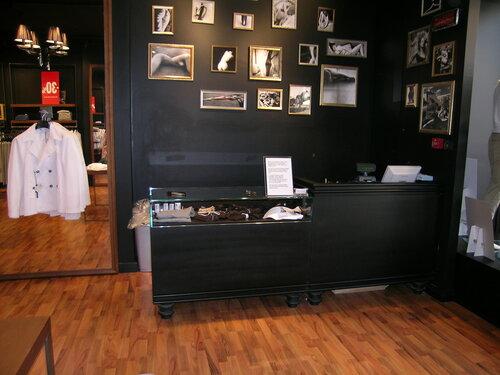 интерьер современного магазина Castel Romano designer outlet 65