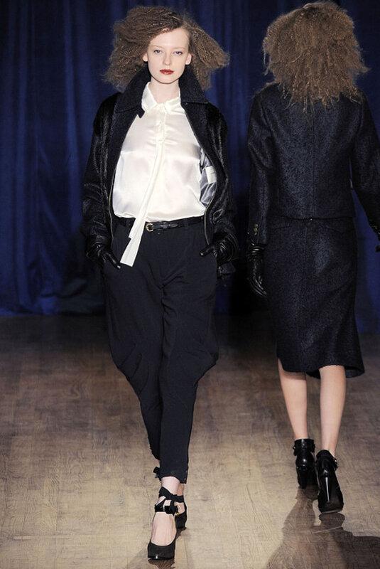 Тренды тренд мода дизайнеры брюки fashion defile  Важный тренд осени 2010   брюки с завышенной талией