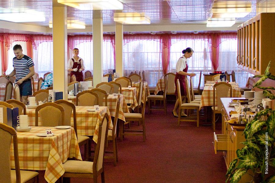 Ресторан «Онега» в кормовой части главной палубы теплохода «Александр Суворов»