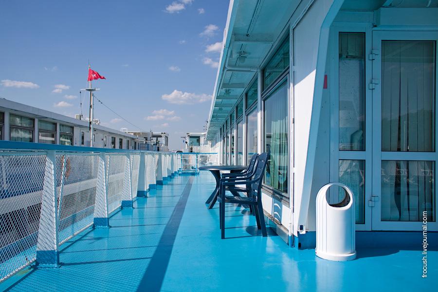Левый борт солнечной палубы, конференц-зал теплохода «Александр Суворов»