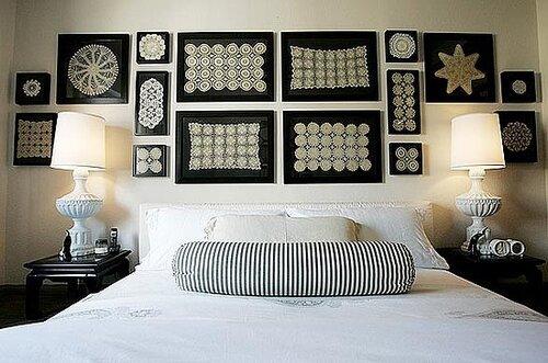 Декорирование стен вязаными салфетками