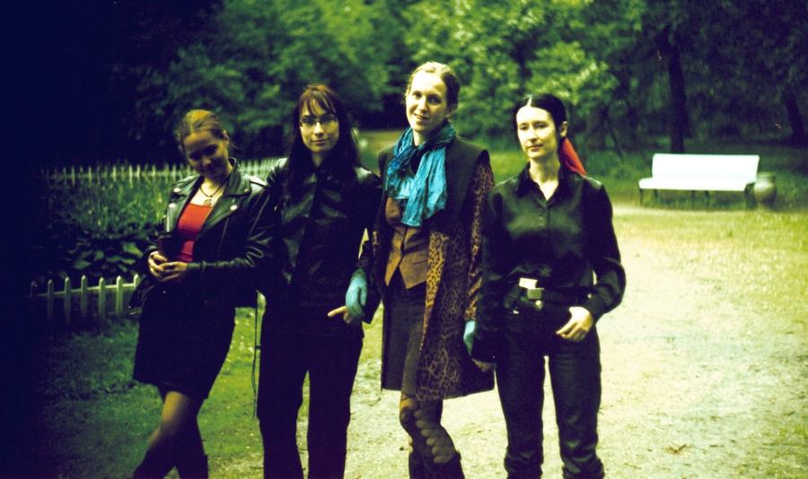 Четыре девушки.