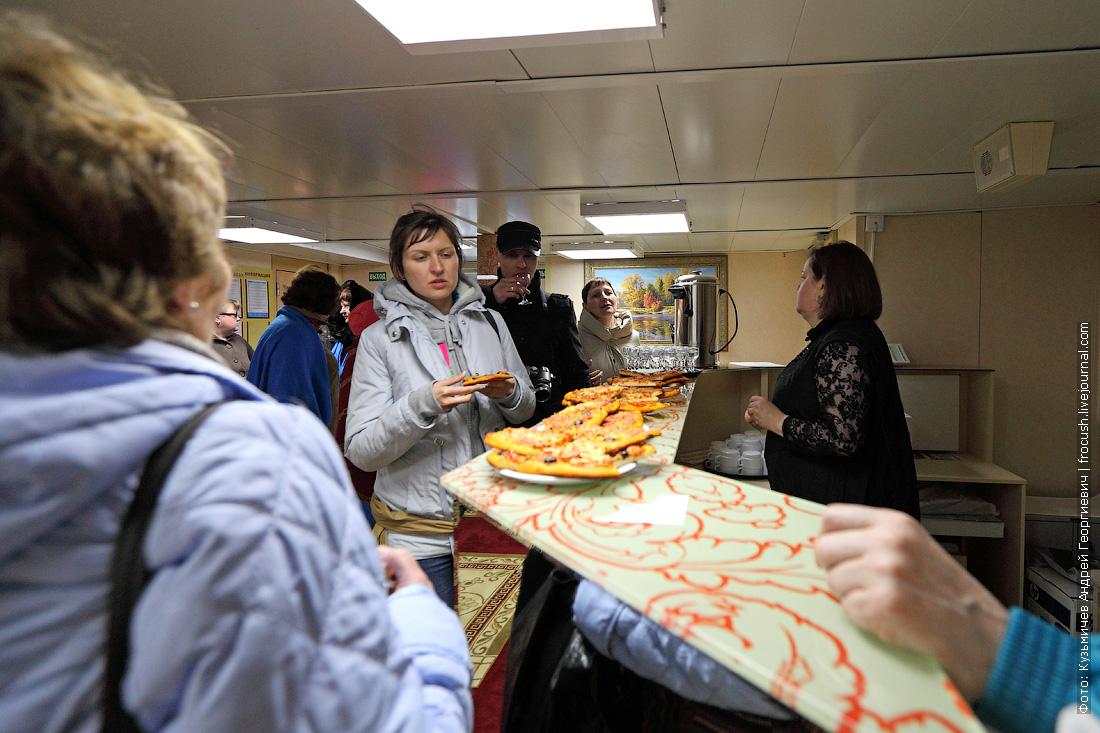 пица и водка для туристов вернувшихся из Элисты в Ильевку