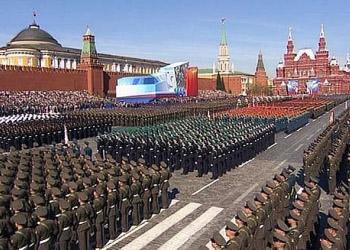 Москва празднует День Победы, демонстрируя свою боевую мощь
