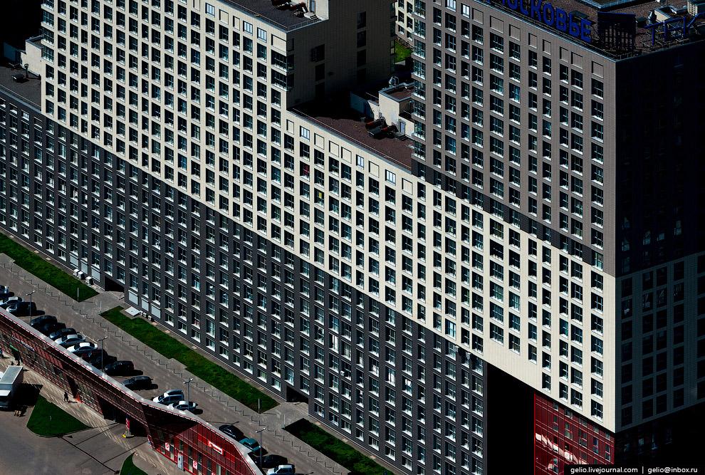 27. Граффити «Подаривший мир» на торце 17-этажного жилого дома на въезде в Одинцово в честь 70-