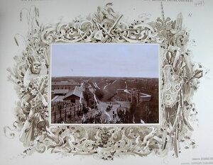 Император Николай II и сопровождающие его военные чины в момент отбытия с Центрального форта [после окончания смотра].