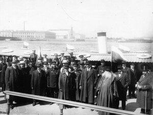 Группа членов Государственной Думы на пристани у Зимнего дворца в день объявления войны.