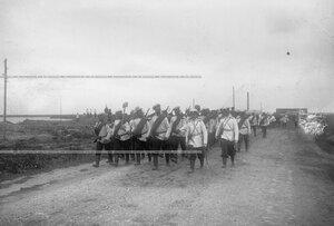 Отдельная рота на марше во время полевых учений батальона в Усть-Ижоре.