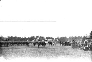 Церемониальный марш конногренадерцев на параде в честь 250-летия  полка  .