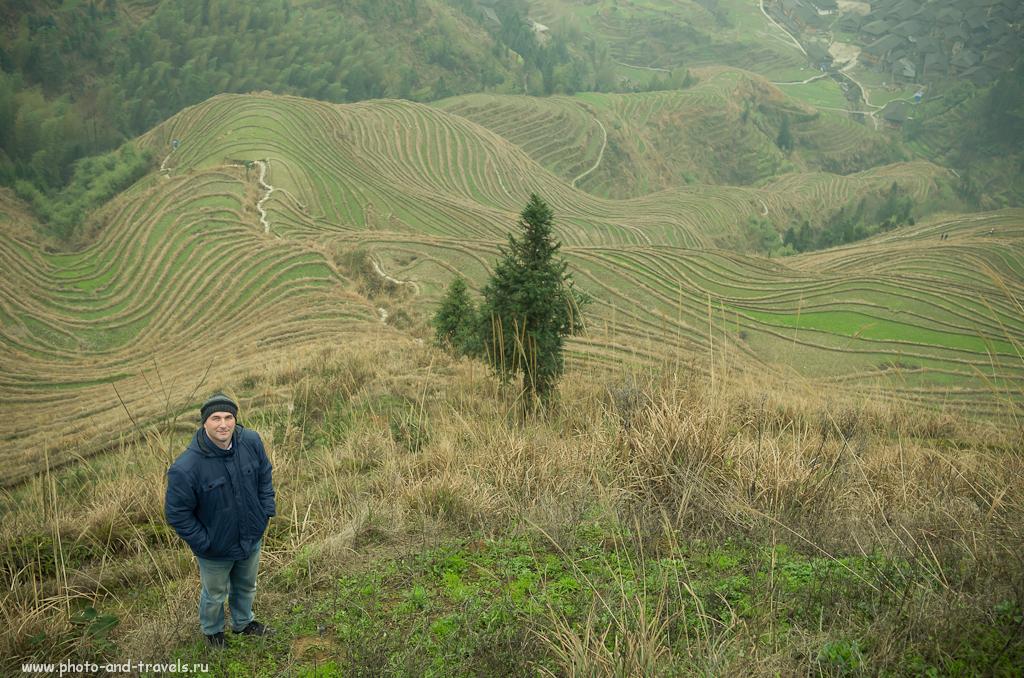 В марте 2014 года мы с женой съездили во второе самостоятельное путешествие по Китаю и Таиланду. Если подпишитесь на новости сайта, не пропустите новые главы отчета о нашей поездке. Данная фотография снята на смотровой площадке в деревне Dazhai на рисовых террасах в Китае.